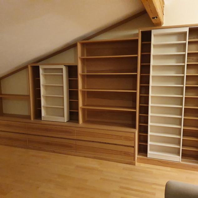 Dachschrägenschrank aus Kernbuche und weiße Esche für CD´s, Bücher, DVD´s... mit Schiebe-Regale (weiß)