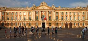 La_place_du_Capitole_à_Toulouse_avec_la