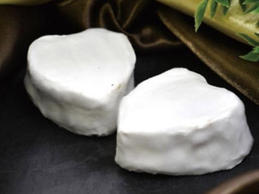 2/16 プティクールヌー - ハートの形の白カビチーズ