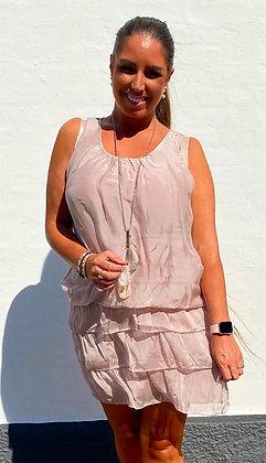 Silke kjole med layer nederdel indbygget  - rosa