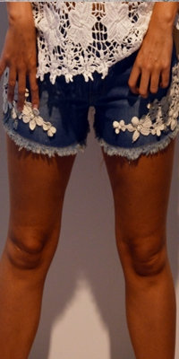 Denim shorts med blonde