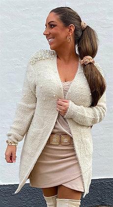 Cardigan i fluffy og perler - beige