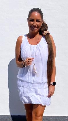 Silke kjole med layer nederdel indbygget  - hvid