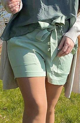 Pastel grøn shorts m. Bindebånd