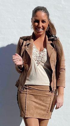 Suede jakke med en lynlås i siden - camel