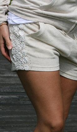 Shorts med sten og blonde - beige