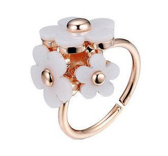 Blomster ring i hvid