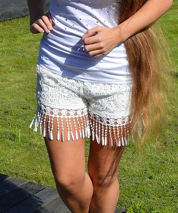 Blonde shorts med frynser i hvid