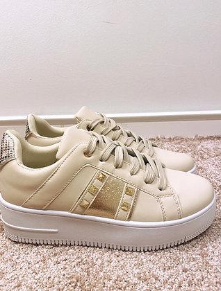 Sneakers med nitter - beige