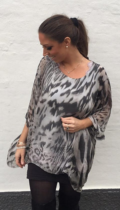 Tunika i silke med dyreprint - grå