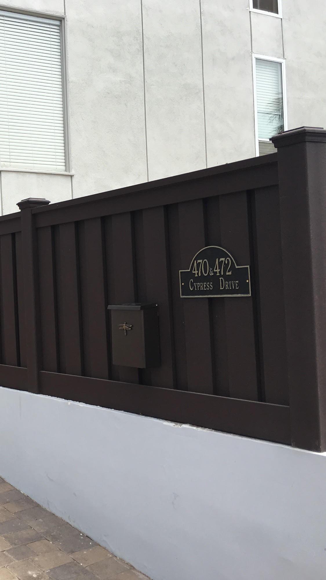 trex-dark color fence 2