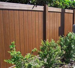 mirage-vinyl-fencing-mahogany