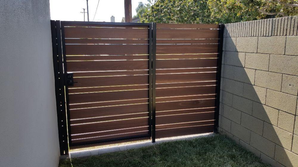 kayu gates