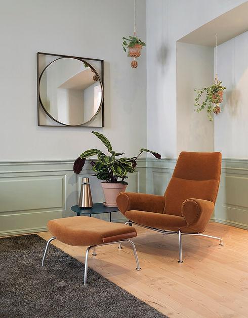 Erik Jørgensen Queen Chair.jpg