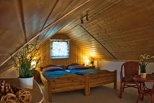 Unser Dachzimmer. Die Betten können Sie für Einzelnutzung gerne auseinanderstellen.