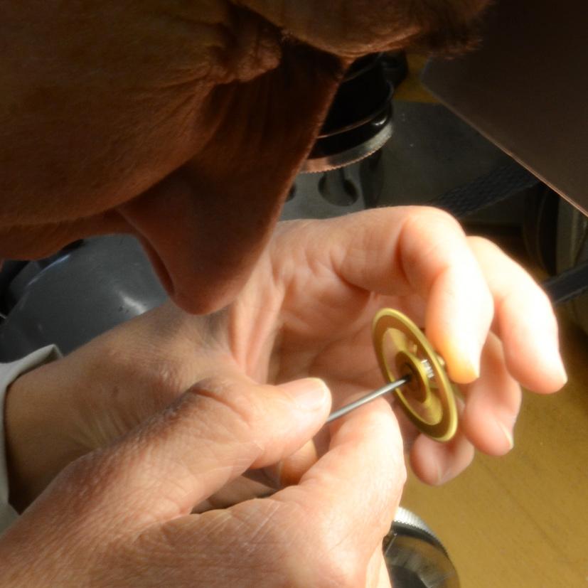 Feinarbeit Uhren Reparatur