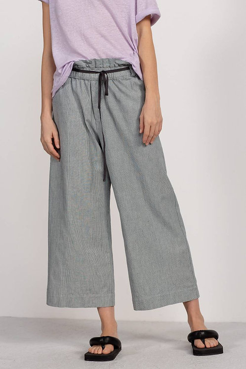 Humanoid thine trouser