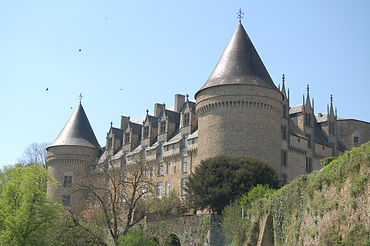 Rochechouart_Château_2.jpg