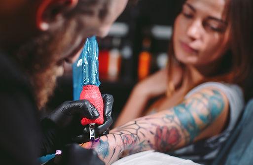 professional-tattoo-artist-makes-tattoo-