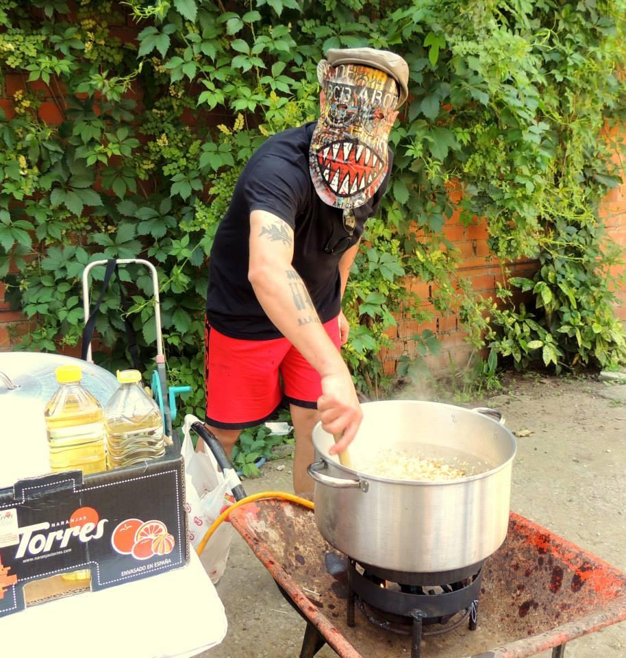 Adolfo con mask.jpg