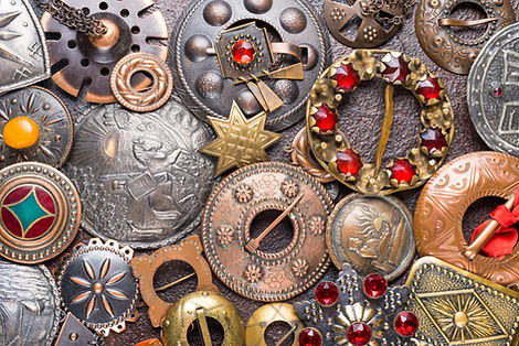 shutterstock_693126235 Colorful brooches
