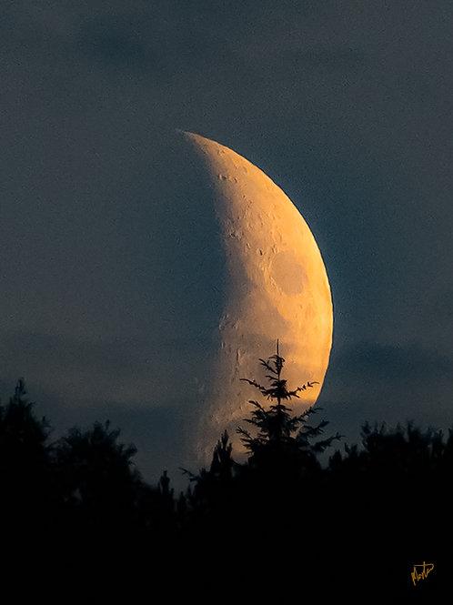 Death star? Måne over Askøy