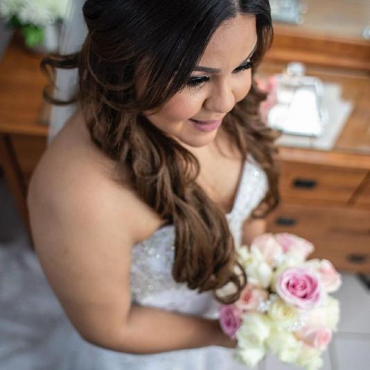 Isamar wedding day, luciendo radiante