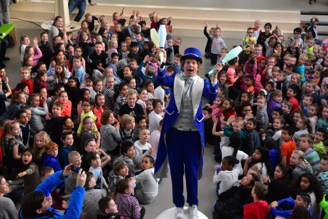 showman presentator opening ikc school showman kindershow goochelaar