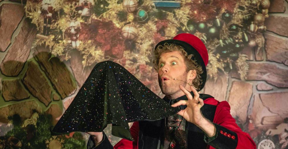 Showman Jovel Goochelaar Jori Veldhuizen Kerst Kerstvoorstelling Kerstfeest Kindertheater