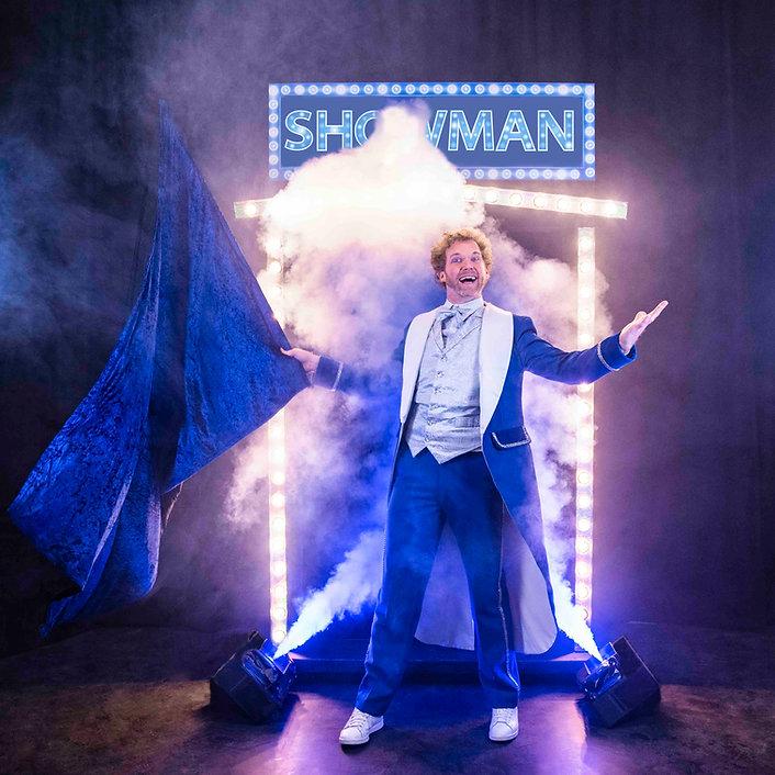 Showman goochelaar show show opening kin