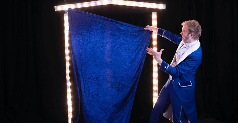 showman goochelaar illusionist opening s