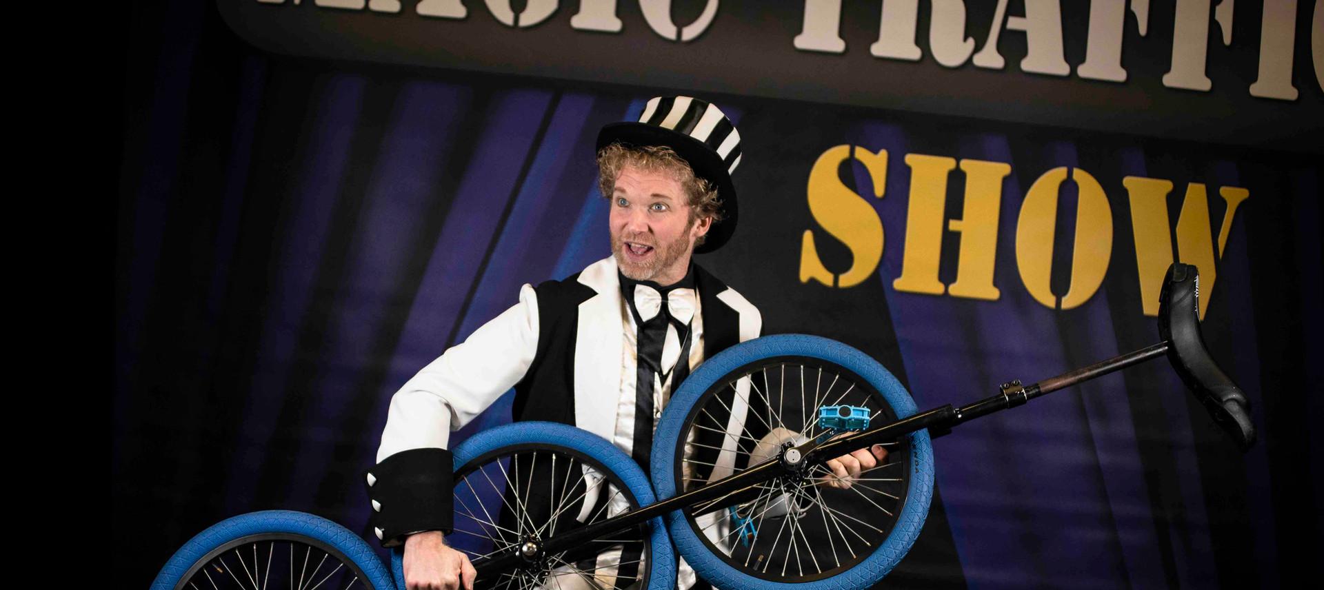 Voorstelling verkeer goochelaar circus s