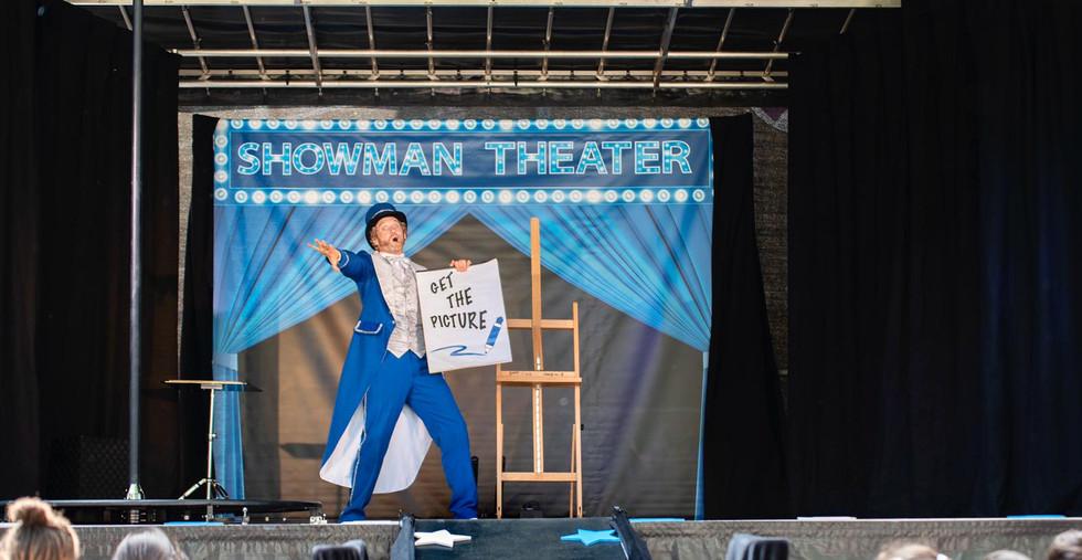 Showman theater goochelaar kindergoochelaar familie evenement podium kindershow voorstelli