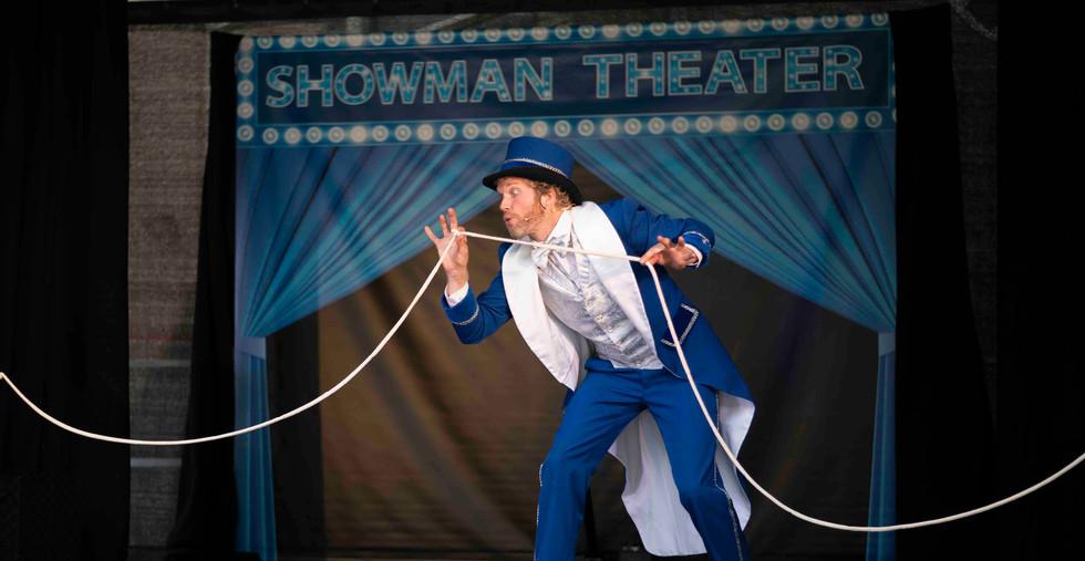 Showman goochelaar theater show goochelshow goochelvoorstelling kindergoochelaar.jpg