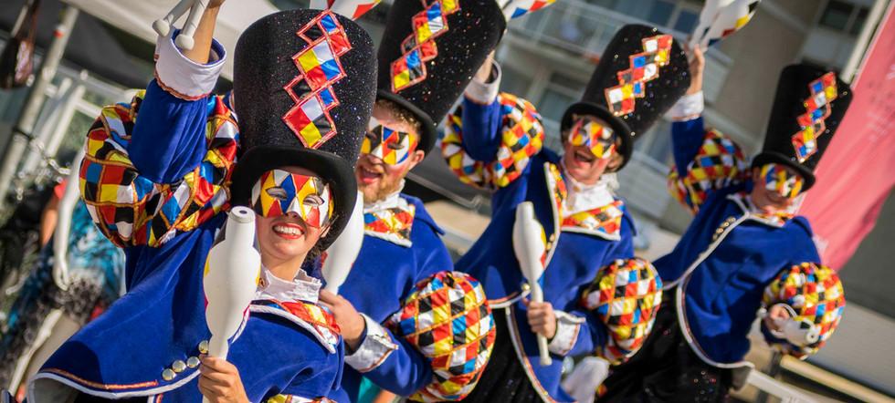 Cirque Masque walkact parade circus roaming entertainment act mobile circus juggling