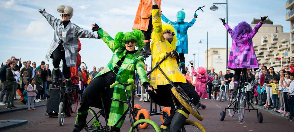 UniQcycle roaming entertainment unique b