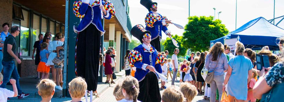 Cirque_Masque_jongleren_jongleur_stelten