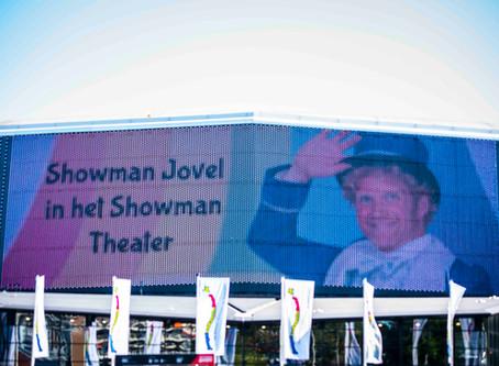 Showman op 90 meter breed LED scherm AHOY!