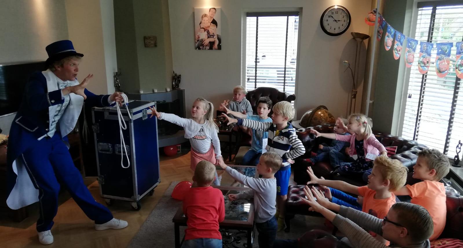 Kinderfeest goochelaar kinderfeest thuis