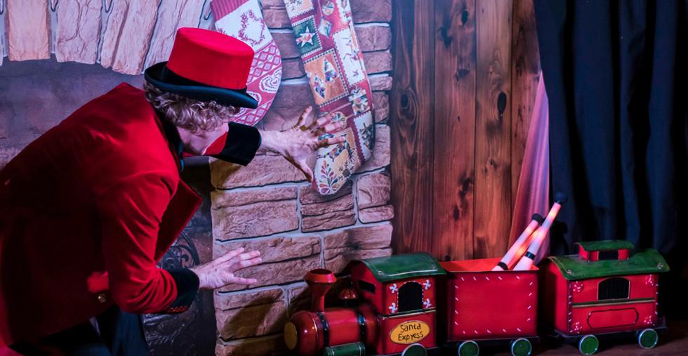 Magic Christmas Show Goochelaar Showman