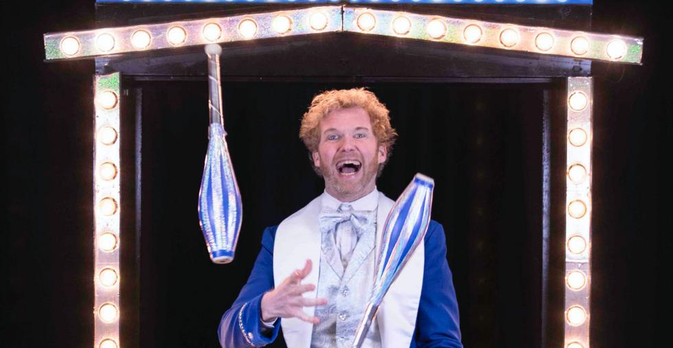 showman jongleur opening show