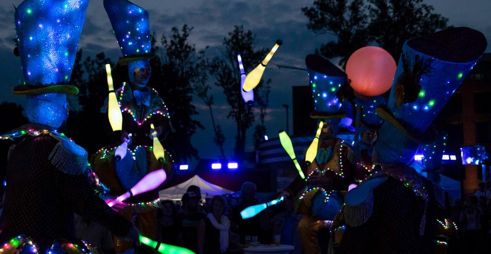 Circo di Strada by Night Lights Illuminated Performce Streettheater Circus.jpg