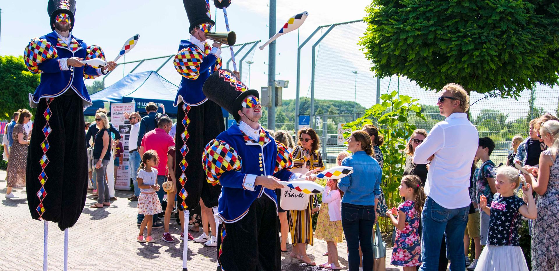 Cirque_Masque_steltenlopers_parade_optoc