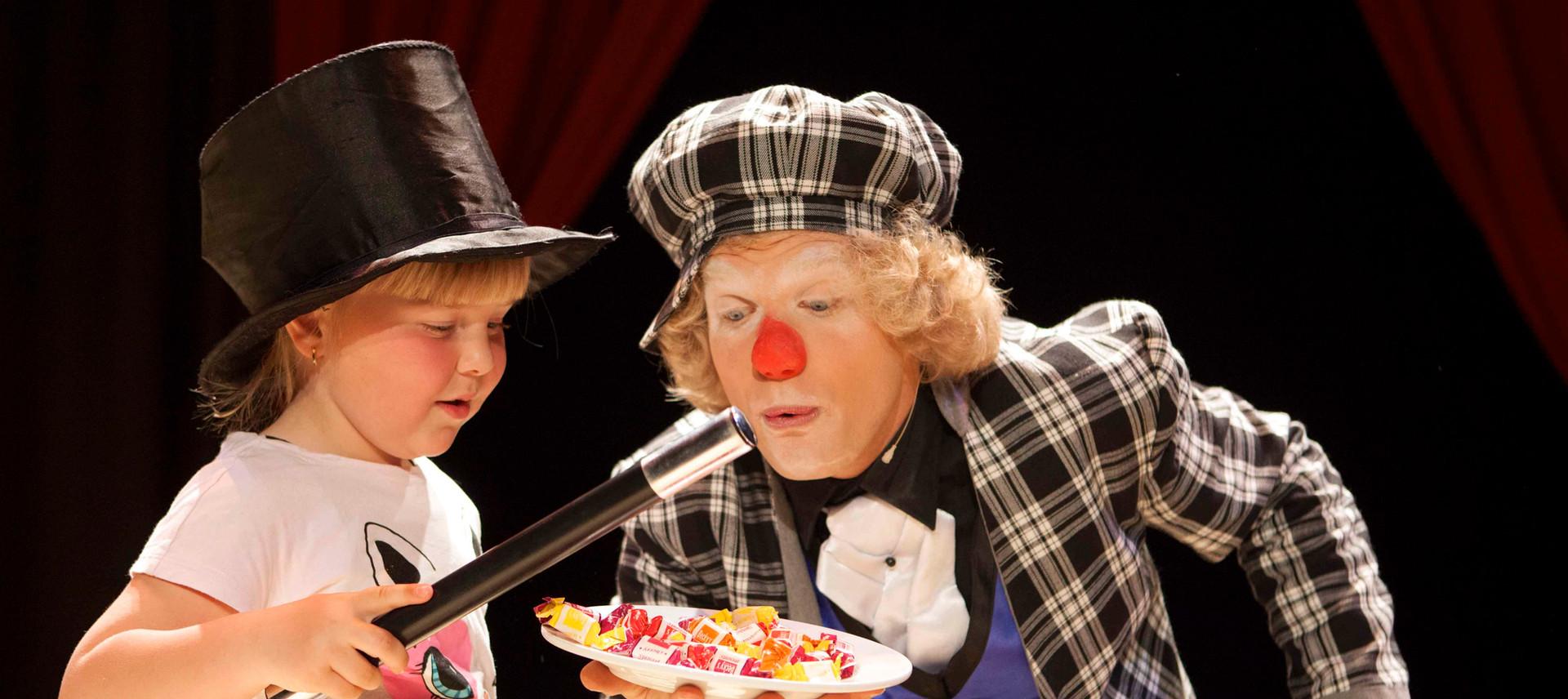 clown circus show kindershow schoolvoors