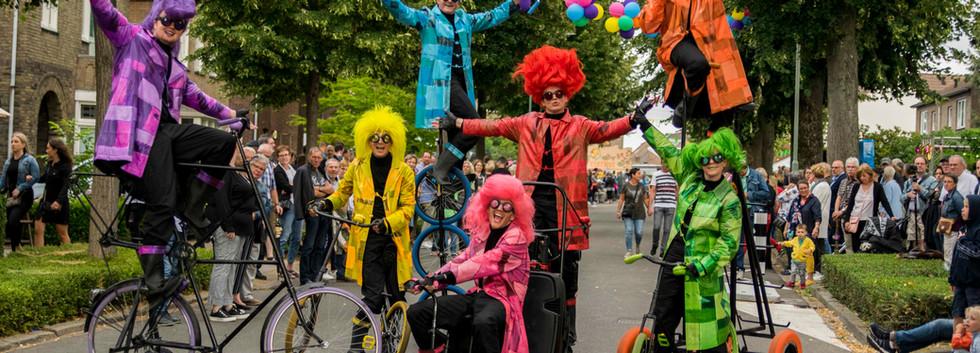 UniQcycle straattheater straatparade fie