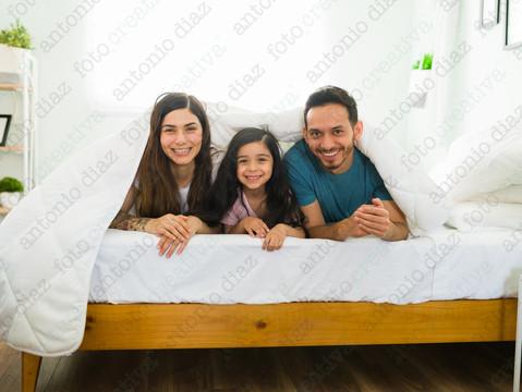 Familia en la cama