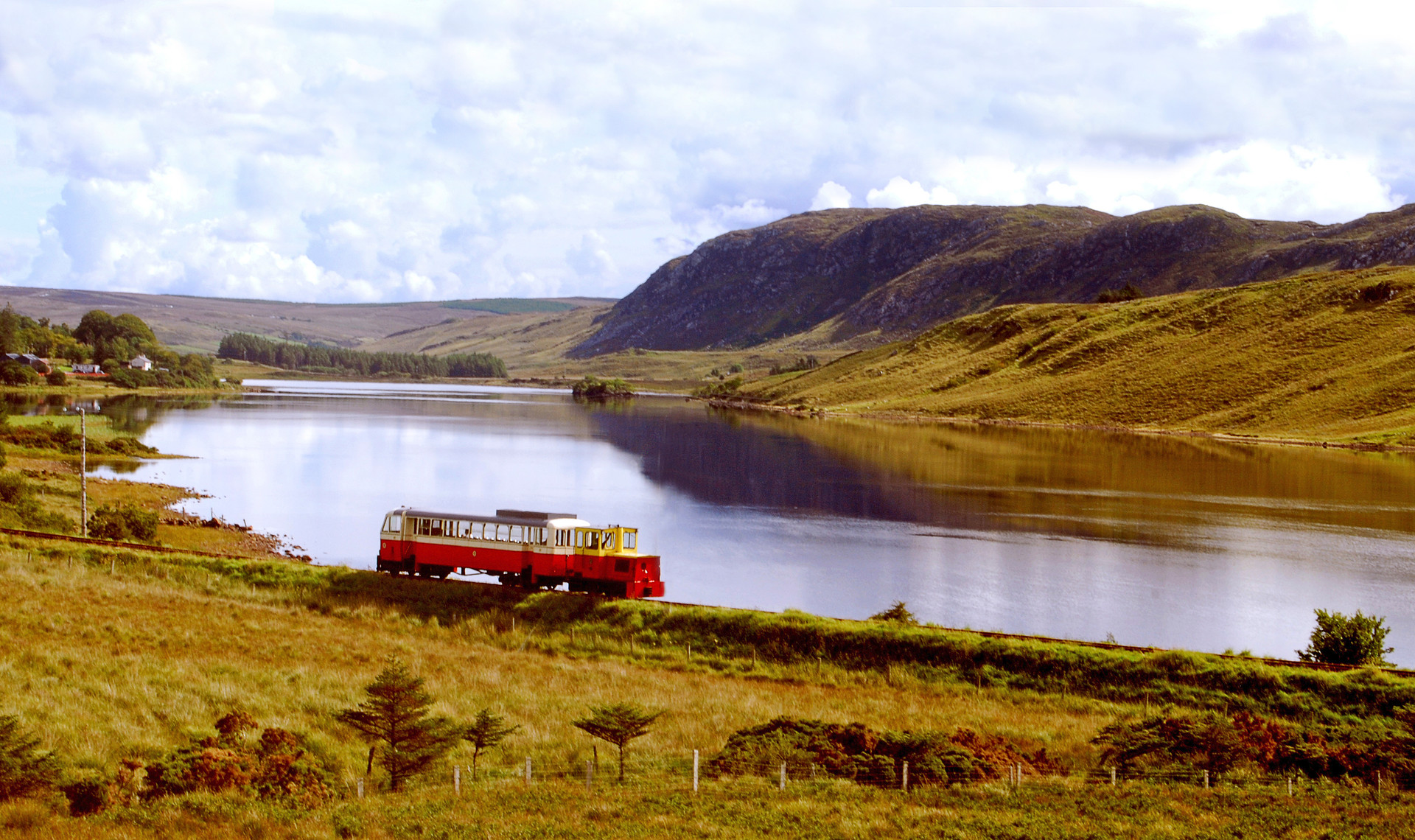 PDI - Lakeside train by J Devlin ( 10 marks)