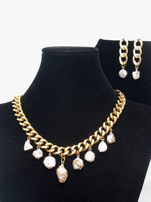 Oro y Perla  Necklace and Earring Set