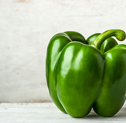 green-pepper-on-the-white-table-horizont