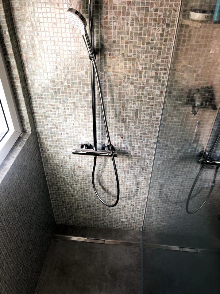 Ansicht Dusche mit Rinne